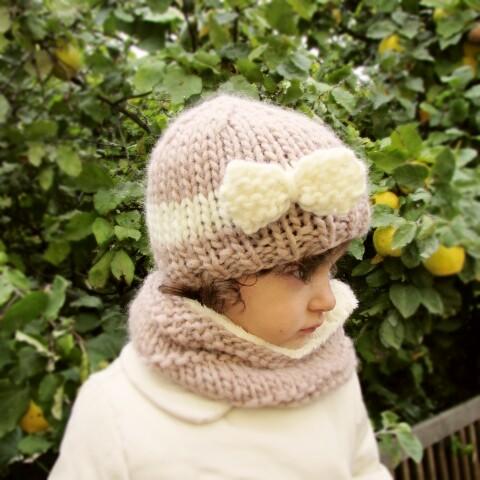 56e83f24cae49 Cuello de lana forrado camel para niña con botones