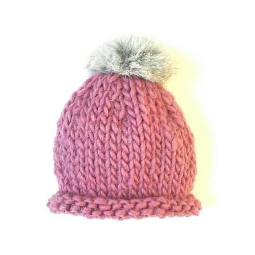 Gorro de lana con pompón de pelo para bebé en rosa viejo fd469c19ff9