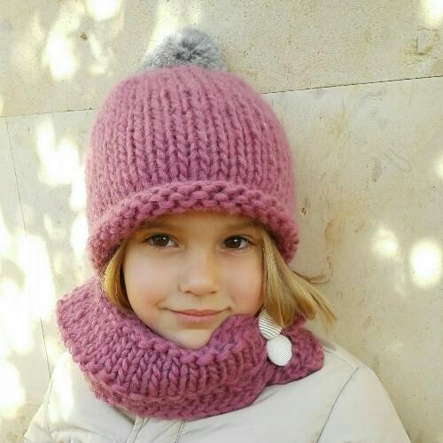 72ccd5ca654fd Gorro de lana con pompón de pelo para niña en rosa viejo