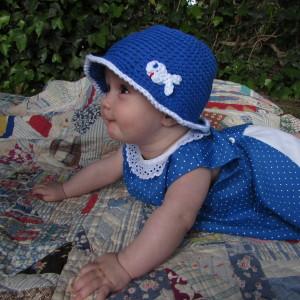 24f81d87db4b1 Gorro bebé-niño de verano Azulón con pez en algodón de 5 a 12 meses