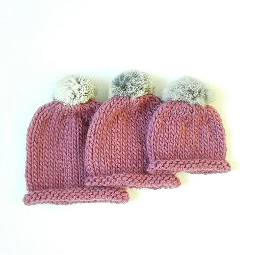 Gorro de lana con pompón de pelo para bebé en rosa viejo 813d30eeb74
