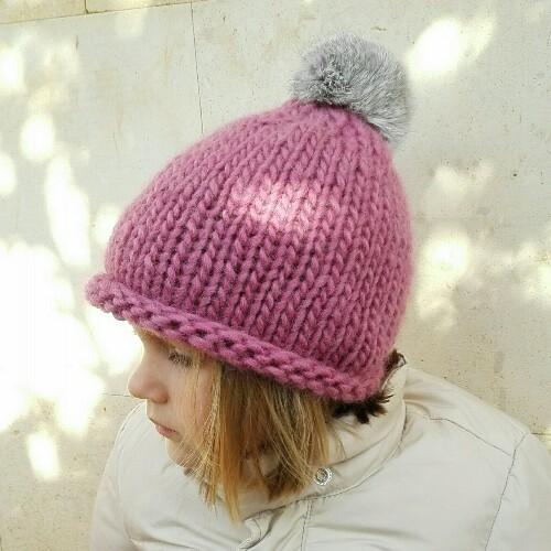 gorro de lana con pompn de pelo para nia en rosa viejo