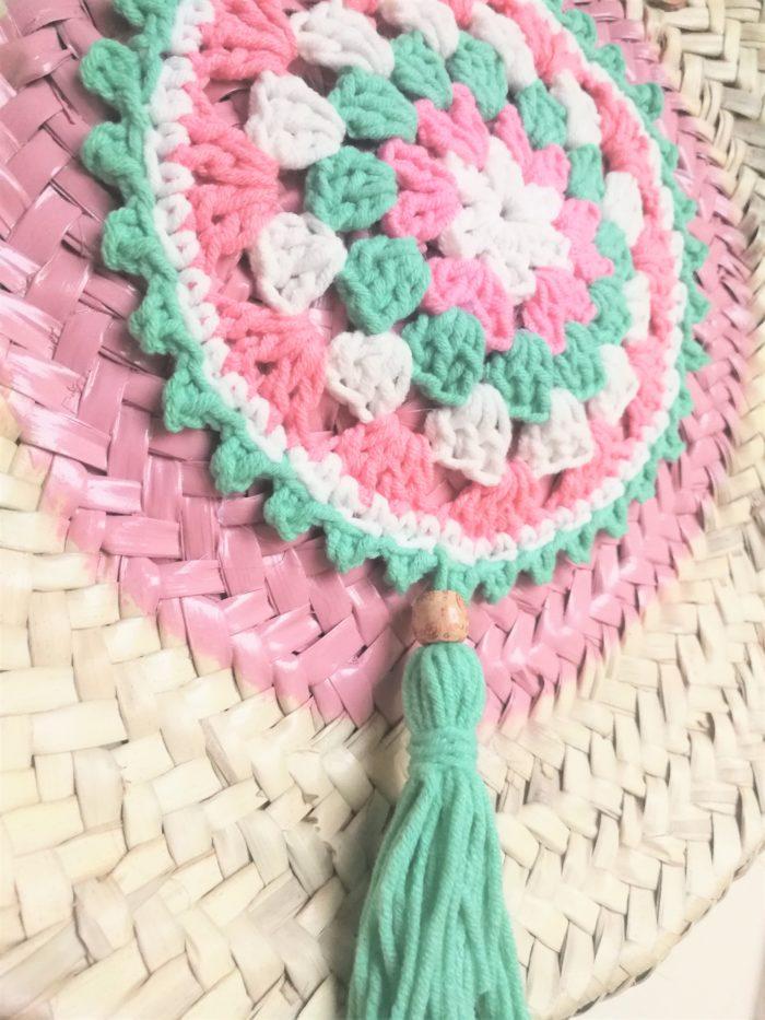 Capazo Redondo decorado con pintura rosa y crochet en 2 modelos