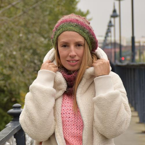 Gorro Boina para chica de lana estampada multicolor con garbanzos 34ecf152306